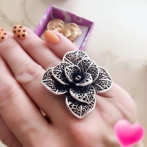 Beautiful Fashion Vintage Flower Adjustable Rings